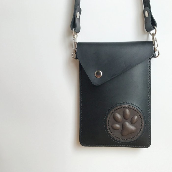 【IAN X EL】貓掌的可斜背真皮手機袋 iPhone 7 Plus / 8 Plus 純手工皮件
