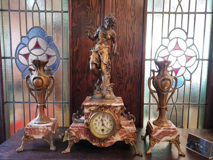 【卡卡頌 歐洲跳蚤市場/歐洲古董】19世紀 ~法國古董 美女雕塑 大理石 花瓶 三件式古董座鐘組 cl0036✬