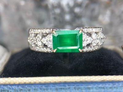 18K金真鑽戒。天然祖母綠,1.15克拉。天然鑽石,39.8分,FG、SI。附大證。