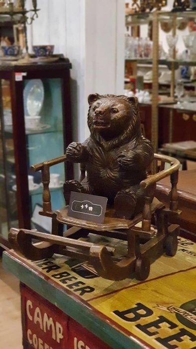 【卡卡頌 歐洲跳蚤市場/歐洲古董】德國老件_橡木 全實木手工木雕 黑森林 雪橇 小熊 擺飾 可愛 收藏w0180✬