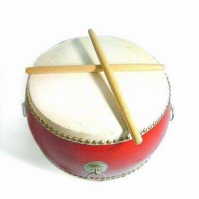 【寶寶打鼓 】16cm 6吋鼓(附背帶)【 附鼓棒2支】質感極優《打擊樂器牛皮鼓》