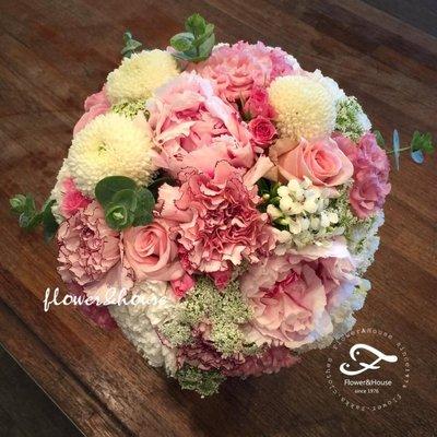 F54。牡丹捧花。粉白色系捧花。拍照捧花。結婚捧花。客製新娘捧花。台北自取【Flower&House花藝之家】