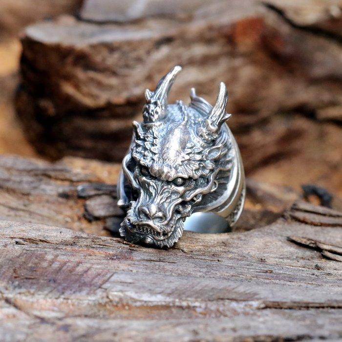 【Silver Monsters】日本雕畫雙絕 Dual Flow 杉山手作 細緻雕工 經典天空翔龍戒