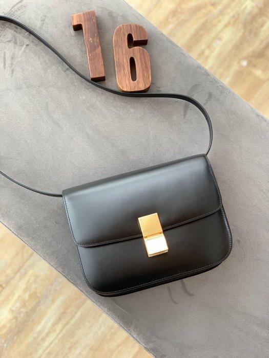 Melia 米莉亞代購 19ss Celine 復古銅釦 肩背斜背包 小方包 晚宴包 大容量 別錯過 黑色