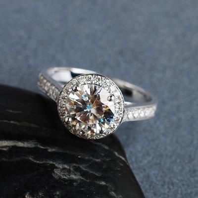 經典豪華款式1克拉18K白金鑽戒(莫桑石 摩星鑽 鑽石 裸石) GIA驗證 鑽石品質