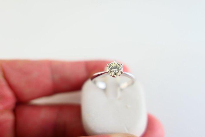 [吉宏精品交流中心]50分 天然鑽石 PT900白金 六爪 造型 戒指