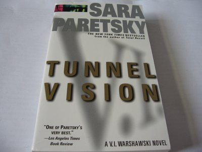 Tunnel Vision (Warshawski系列)/ Sara Paretsky 原文推理小說 近全新 大眾平裝版