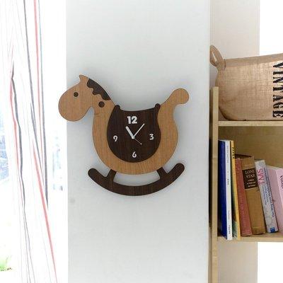 C - R - A - Z - Y - T - O - W - N 創意木馬掛鐘 個性掛鐘 客廳裝飾 時尚室內設計掛鐘