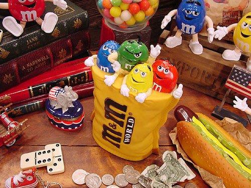 (I LOVE樂多)日本進口m&m's巧克力造型存錢桶 送人自用兩相宜