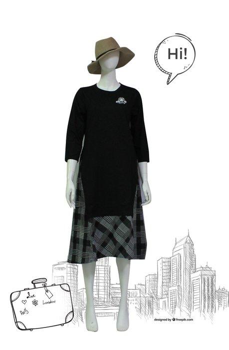 【  BETTY des BETTY 】貝蒂秋冬品牌服飾特賣~素面搭貝蒂徽標下擺接格紋洋裝   NO.BW19563