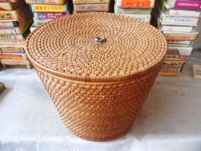 紫色小館27------早期客家茶壺及籐製外盒{館藏級}