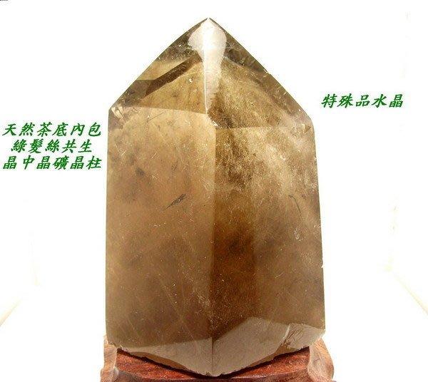 小風鈴~巴西天然茶底內包綠髮絲共生晶中晶綠髮晶柱擺件~(特殊收藏水晶)