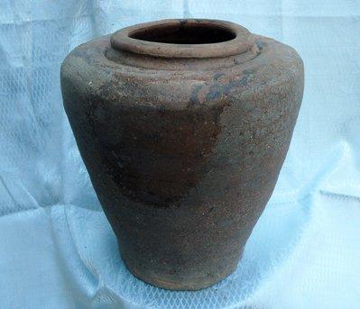 紫色小館-----陶器(甕A8)-----道光甕(約高23公分x口徑寬9公分)