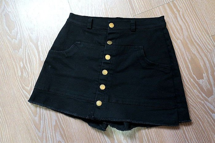 *beauty*  韓銅釦黑色褲裙        M     號  400   元YK