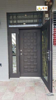 [巨光]促銷雙玄關門防盜隔音鍛造門包外100*210CM以內-外門-鍛造門孔雀開屏(實心)+ 內門-壓花門木編瓦