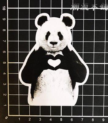 《潮流本舖》愛心貓熊 防水貼紙 潮流貼紙 PVC 安全帽 機車 汽車 行李箱 筆電 相機 B324 高雄市
