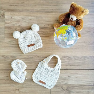 Baby Newborn 0-6 month Set | Crochet Bib Hat Mittens | Wool | Lambswool | Gift