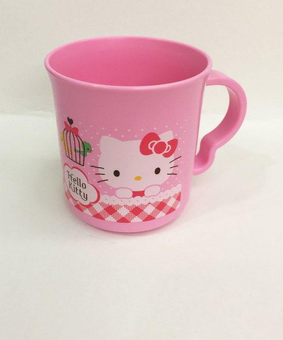 ^ 燕子部屋 ^凱蒂貓 Hello Kitty可愛塑膠水杯-格紋