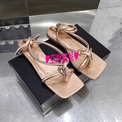 ♥空姐精品♥2020春夏最新 B*v 款 超美楦型方頭低跟涼鞋 性感綁帶羅馬涼鞋 平底鞋