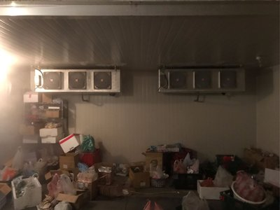 14坪冷凍庫,雙機組,庫版表面髒污而已 清洗過後還很新