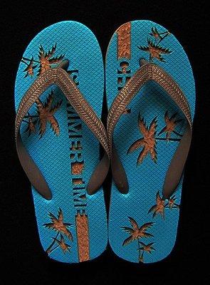 休閒鞋海灘鞋夾腳拖鞋涼鞋像版畫模板又似木雕刻的橡膠雕刻文創藝術品006【心生活美學】