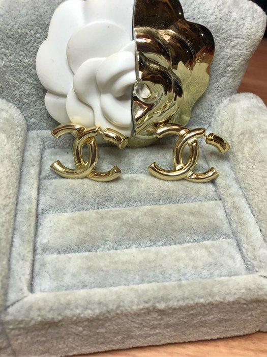 香奈兒 CHANEL  經典 二手 素面 亮金 立體 logo 耳環