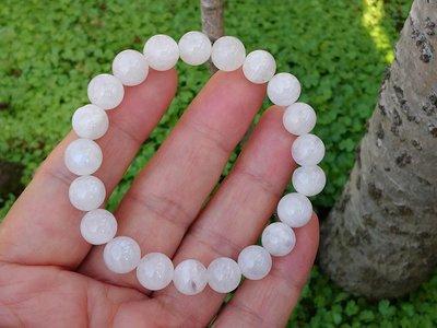 簡單Simple。現貨。80631號 純天然斯里蘭卡冰種藍月光石圓珠。手珠手鍊。9.5MM