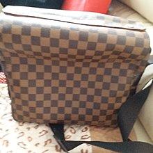 Louis Vuitton 正方斜挎袋  附紙袋
