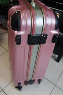行李箱 美麗華 Commodore  戰車行李箱 27吋 霧面  櫻花粉 8輪、硬殼、 TSA鎖