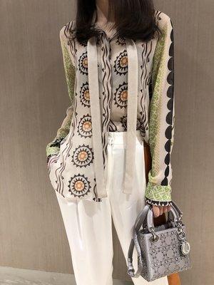 《巴黎拜金女》襯膚色顯白超美印花真絲飄帶襯衣