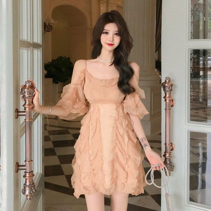 Qmi 2019夏季新款法式復古小性感露肩氣質吊帶連衣裙