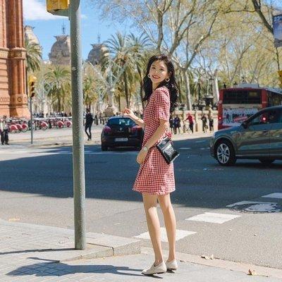 哆啦本鋪 洋裝女夏格子溫柔仙女裙學生收腰V領短袖裙子 D655