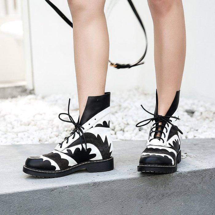 ~皮皮創~原創設計手工鞋。黑白撞色真皮短靴休閒百搭個性潮款時尚頭層牛皮馬丁靴真皮拼色綁帶機車靴