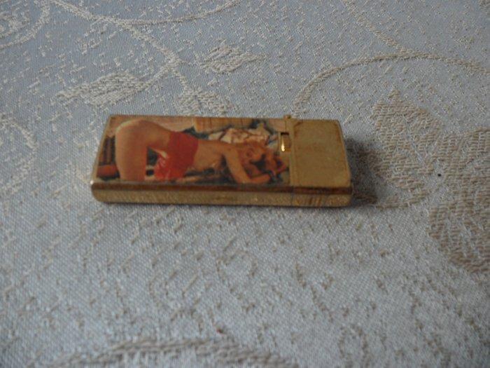 紫色小館15-----PEHGUIN SHARP早期打火機