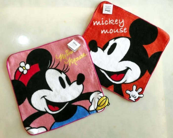 伯爵喵 迪士尼 米奇.米妮小方巾  150元/條 (一次購入5條 加送一條 我們會另開賣場給你)