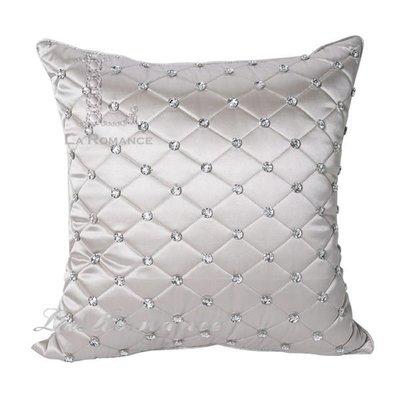 【芮洛蔓 La Romance】Adela 系列晶亮菱格絲質緞面抱枕 - 璀燦銀(小)