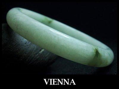 《A貨翡翠》【VIENNA】《手圍18.6/11mm版寬》緬甸玉/冰種氣質嫩豆飄葉花/玉鐲/手鐲V+009