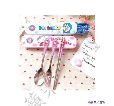 &蘋果之家&現貨-萌噠噠 ! Hello Kitty & 哆啦A夢不鏽鋼餐具三件組-抽拉式