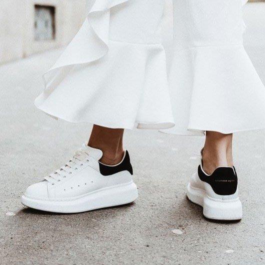 【代購】 ALEXANDER MCQUEEN 皮革 厚底 休閒鞋 黑色麂尾跟 夏黃廉盈