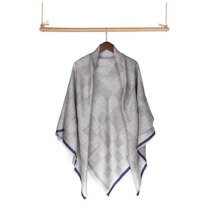 優雅經典法式魅力-100% Cashmere棋盤方格雙層灰系撞藍鑲邊喀什米爾方巾圍巾披肩pashmina-另有無染奶泡色