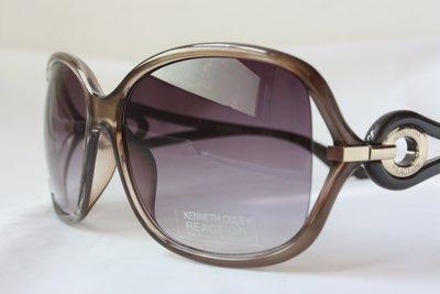 【KENNETH COLE】100% 全新正品 時尚 復古 太陽眼鏡 墨鏡- 漸成灰紫色【大鏡面】*KCS01W*NEW