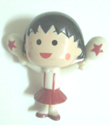 {1497}麥當勞McDonald's 2008 兩手拿圓棒的櫻桃小丸子硬質塑膠玩偶/高約5.3公分(表面有使用磨擦痕跡
