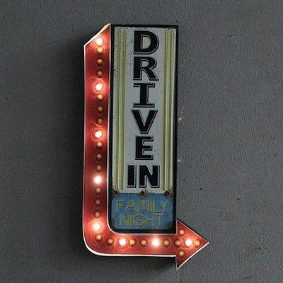 FAMILY NIGHT家庭夜復古圖案燈牌壁掛LED電子燈 鐵製懷舊箭頭標誌標示鐵皮畫燈飾LOFT工業風DRIVE IN