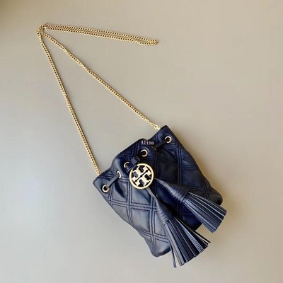 Alina精品代購 TORY BURCH 美國輕奢時尚 藍色復古LOGO 流蘇水桶包   美國代購
