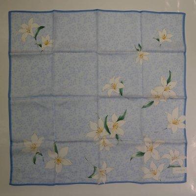 ☆注目の日本製Nina Ricci  新款水藍百合花Nina Ricci字樣絲巾☆