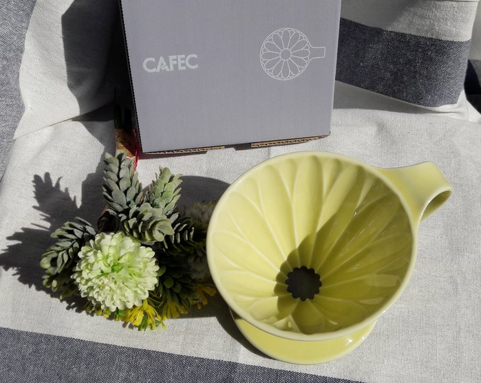 【多塔咖非】日本製 三洋 有田燒 花瓣錐形濾杯 嫰菊黃 1-4人份 附豆匙 手沖咖啡濾杯 葵花濾杯