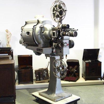 百寶軒 1982年國產松花江5502第2代35毫米35mm電影機放映機館藏品8.5品 ZG3838