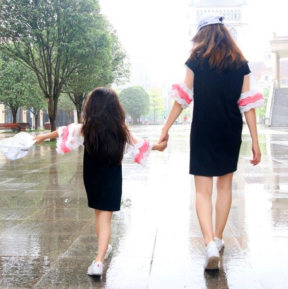 莎芭 親子裝 夏裝一家三口網紅花邊袖嬰幼兒母女裝t恤連身裙 家庭裝四口全家福