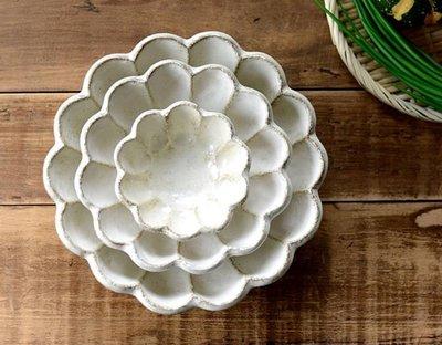 ❈花子日貨❈日本製 六魯 rokuro ろくろ 美濃燒 粉引 花瓣盤 12公分