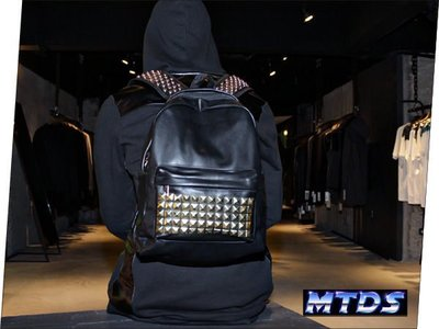 單一特價! MTD$ PRAISE NY Black Gold Studded Backpack黑金鉚釘皮質後背包